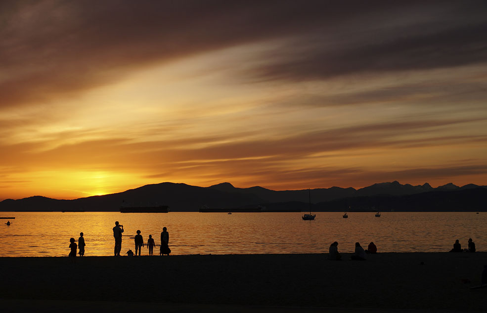 Sunset at Kits Beach (Michael Whyte/Flickr)