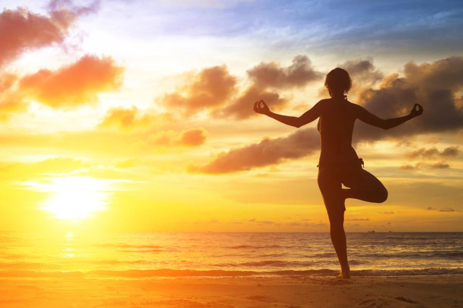 Yoga girl / Shutterstock