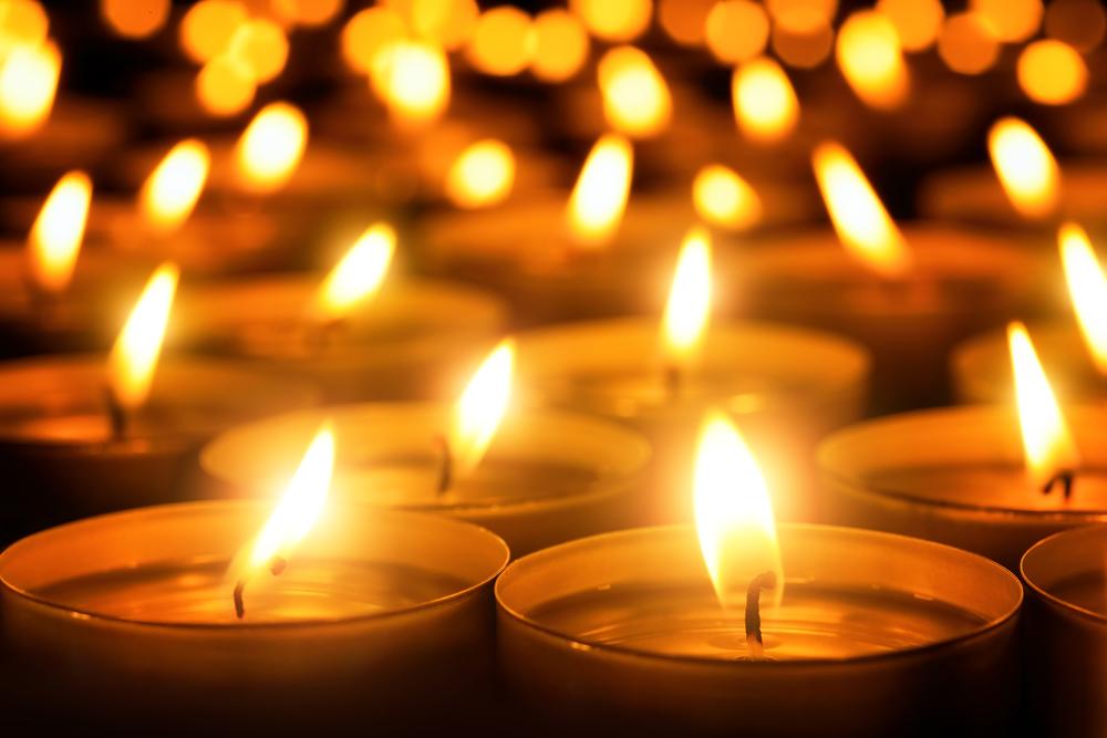 Candles / Shutterstock